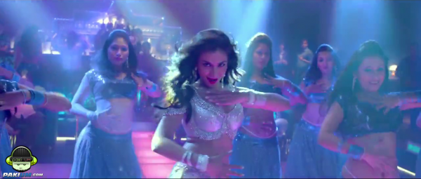 humaima-maliks-item-song-namak-paare-for-movie-raja-natwarlal (2)