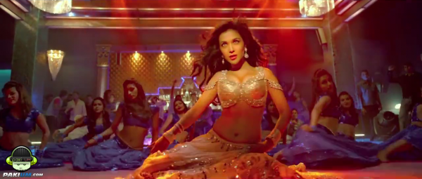 humaima-maliks-item-song-namak-paare-for-movie-raja-natwarlal (4)