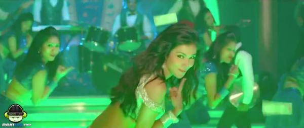 humaima-maliks-item-song-namak-paare-for-movie-raja-natwarlal (6)