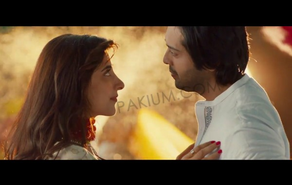 Urwa Hoccane and Fahad Mustafa in Namaloom Afraad movie