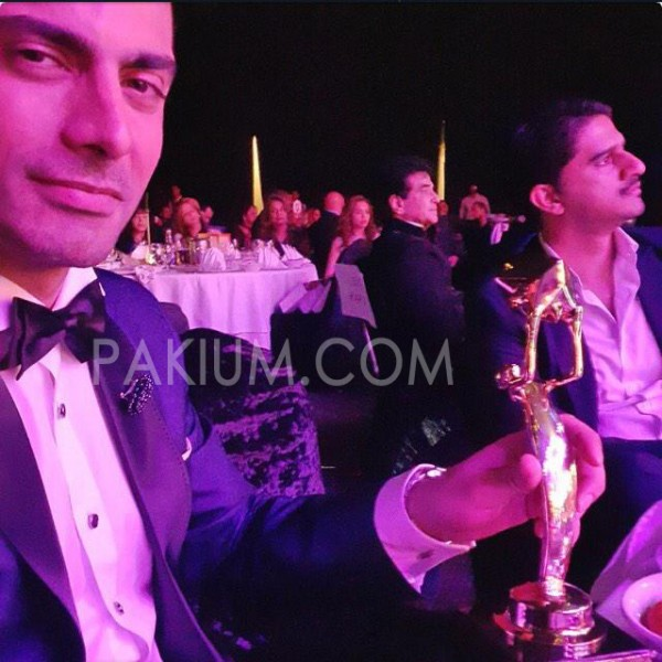 fawad-khan-with-best-bollywood-debut-award