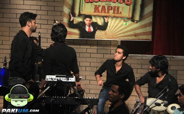 atif-aslam-in-comedy-nights-with-kapil (3)