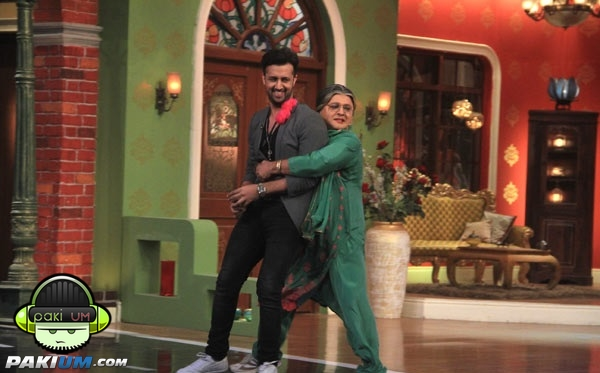 atif-aslam-in-comedy-nights-with-kapil (7)