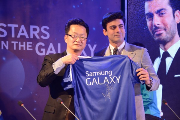 Fawad-Khan-Samsung-Galaxy-of-Stars-Pakistan (1)