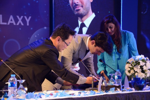 Fawad-Khan-Signing-Contract-with-Samsung