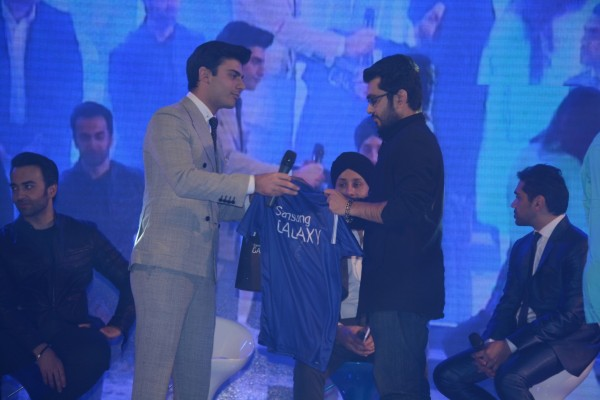 Lucky-Blogger-Who-Met-Fawad-Khan-at-Samsung-Galaxy-of-Stars-Pakistan (3)