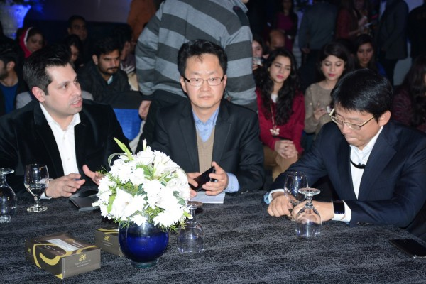 Samsung-Executives-at-Galaxy-of-Stars-Pakistan (4)