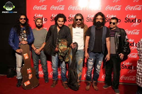 jimmy-khanasrar-and-sara-haider-perform-in-coke-studio-gigs-2015 (12)