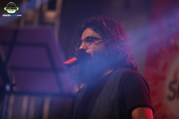 jimmy-khanasrar-and-sara-haider-perform-in-coke-studio-gigs-2015 (13)