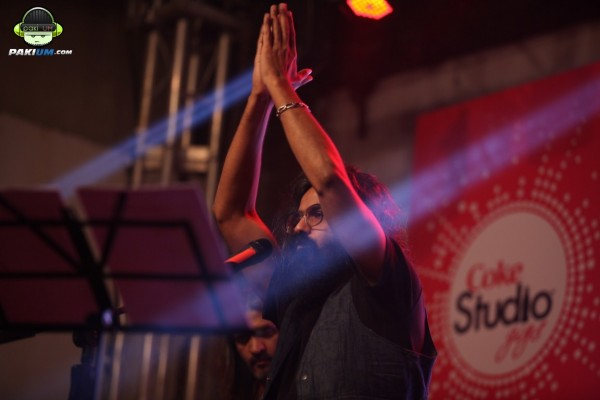 jimmy-khanasrar-and-sara-haider-perform-in-coke-studio-gigs-2015 (14)