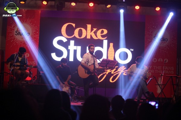 jimmy-khanasrar-and-sara-haider-perform-in-coke-studio-gigs-2015 (2)