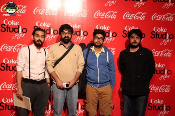 jimmy-khanasrar-and-sara-haider-perform-in-coke-studio-gigs-2015 (4)