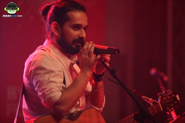 jimmy-khanasrar-and-sara-haider-perform-in-coke-studio-gigs-2015 (5)