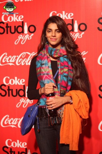 jimmy-khanasrar-and-sara-haider-perform-in-coke-studio-gigs-2015 (6)