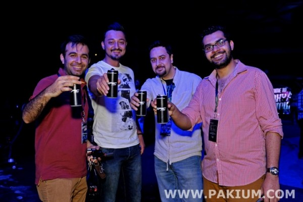 farhad-humayun-and-ali-zafar-ft-in-samsung-a-series-tour-at-lahore (1)
