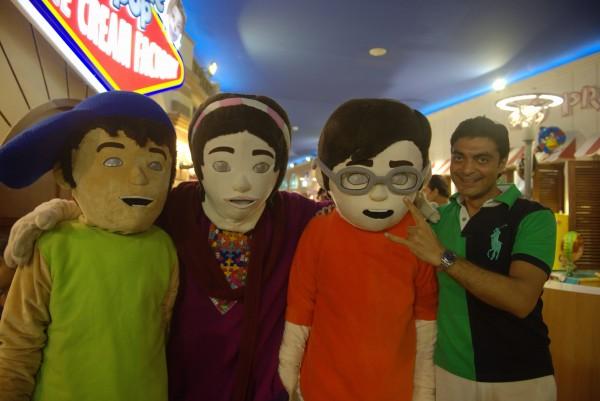 Alyy Khan with 3 Bahadur Mascots (3)