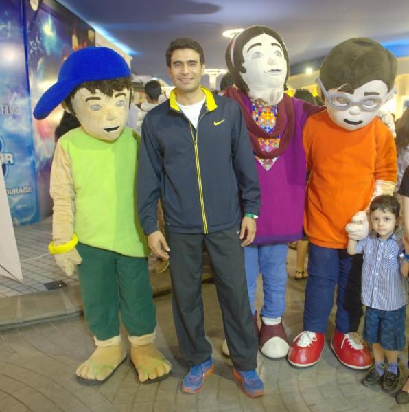 Farhan Ali Agha with 3 Bahadur Mascots (1)