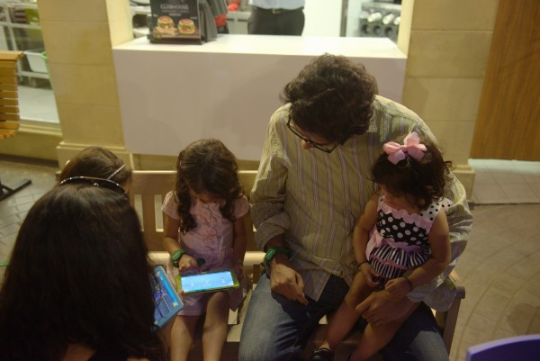 Omran Shafique and his kids playing the 3 Bahadur Game
