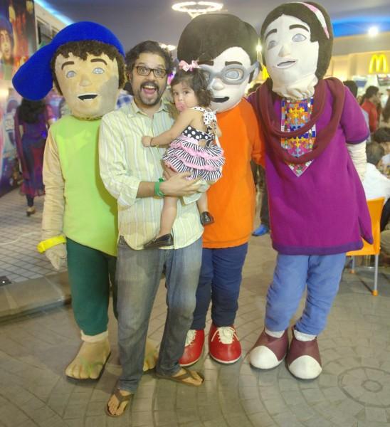 Omran Shafique with 3 Bahadur Mascots (4)