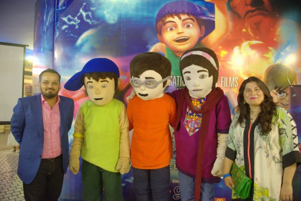 Sharmeen Obaid-Chinoy and Jerjees Seja with 3 Bahadur Mascots (3)