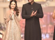 Humayun Saeed waling the ramp at TBCW [8]