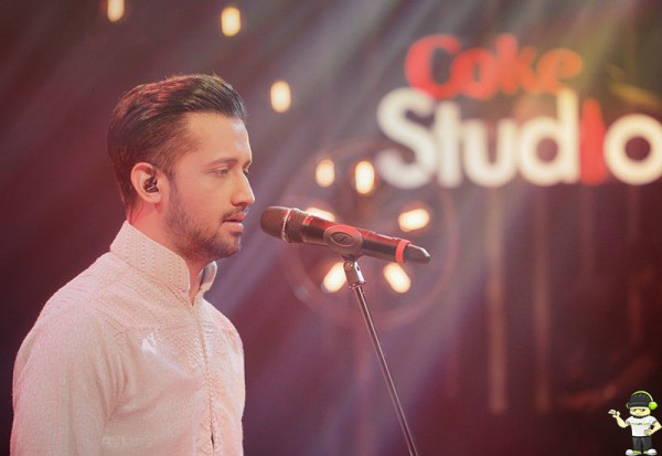 atif-aslam-tajdar-e-haram-coke-studio-season-8-episode-11 (2)