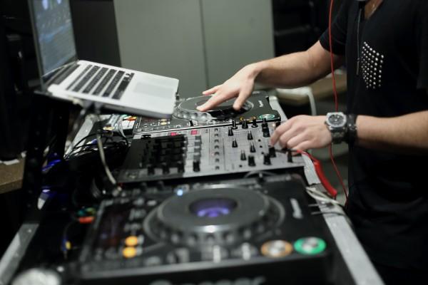 DJ Shah Munir Redbull equipment