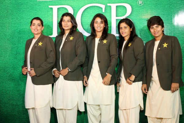 pakistani-showbiz-stars-attend-the-launch-of-pakistan-super-league (4)