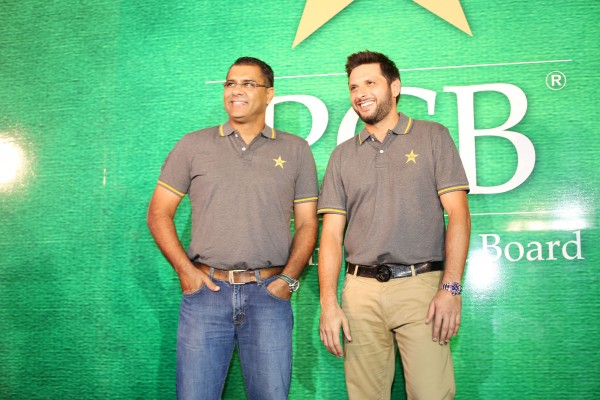 pakistani-showbiz-stars-attend-the-launch-of-pakistan-super-league (5)