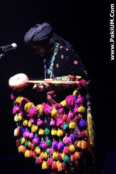 sain-zahoor-performed-in-warsaw-poland-at-skrzyzowanie-kultur-festival (3)