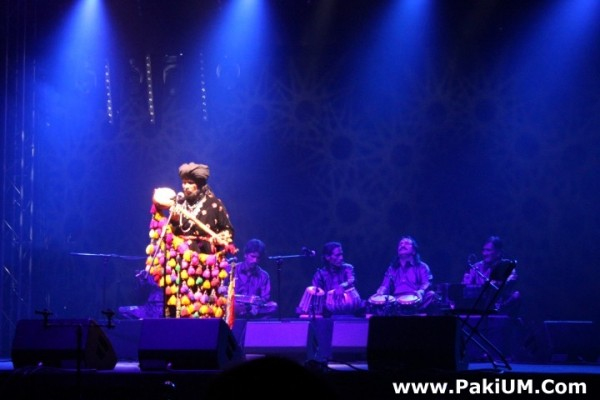 sain-zahoor-performed-in-warsaw-poland-at-skrzyzowanie-kultur-festival (40)