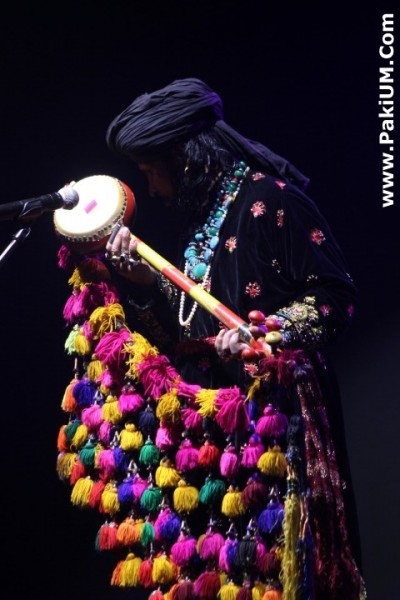 sain-zahoor-performed-in-warsaw-poland-at-skrzyzowanie-kultur-festival (8)