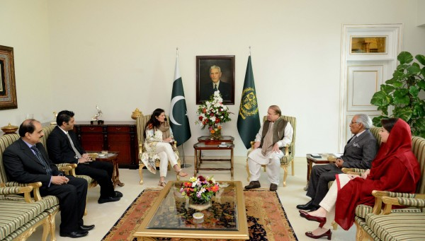 pakistan-pm-nawaz-sharif-meets-academy-award-winner-sharmeen-obaid-chinoy