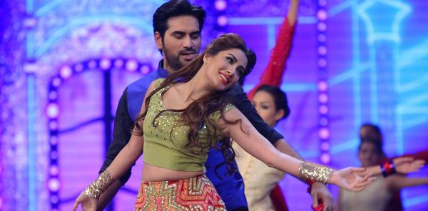 humayun-saeed-confirms-mehwish-hayat-leading-lady-of-punjab-nahin-jaongi-3